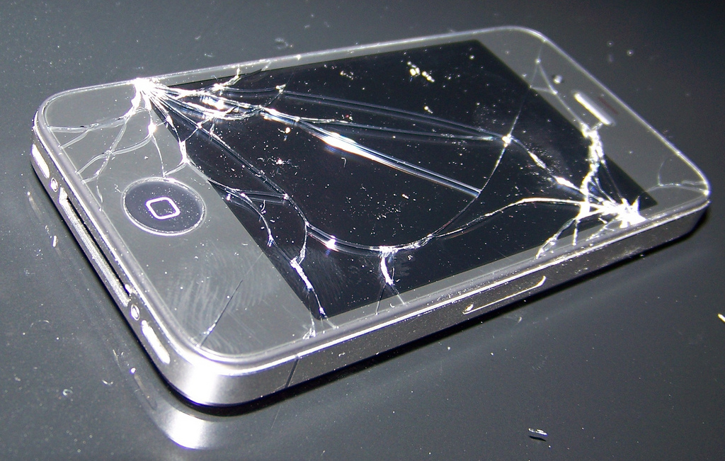 Repairing Your Cracked iPhone Touchscreen At Home